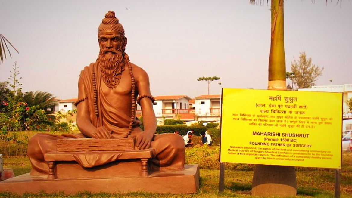 Statue depicting Rishi Sushruta