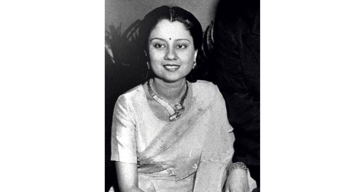 Senior BJP leader, Rajmata Vijayaraje Scindia wearing a Shinde designed necklace