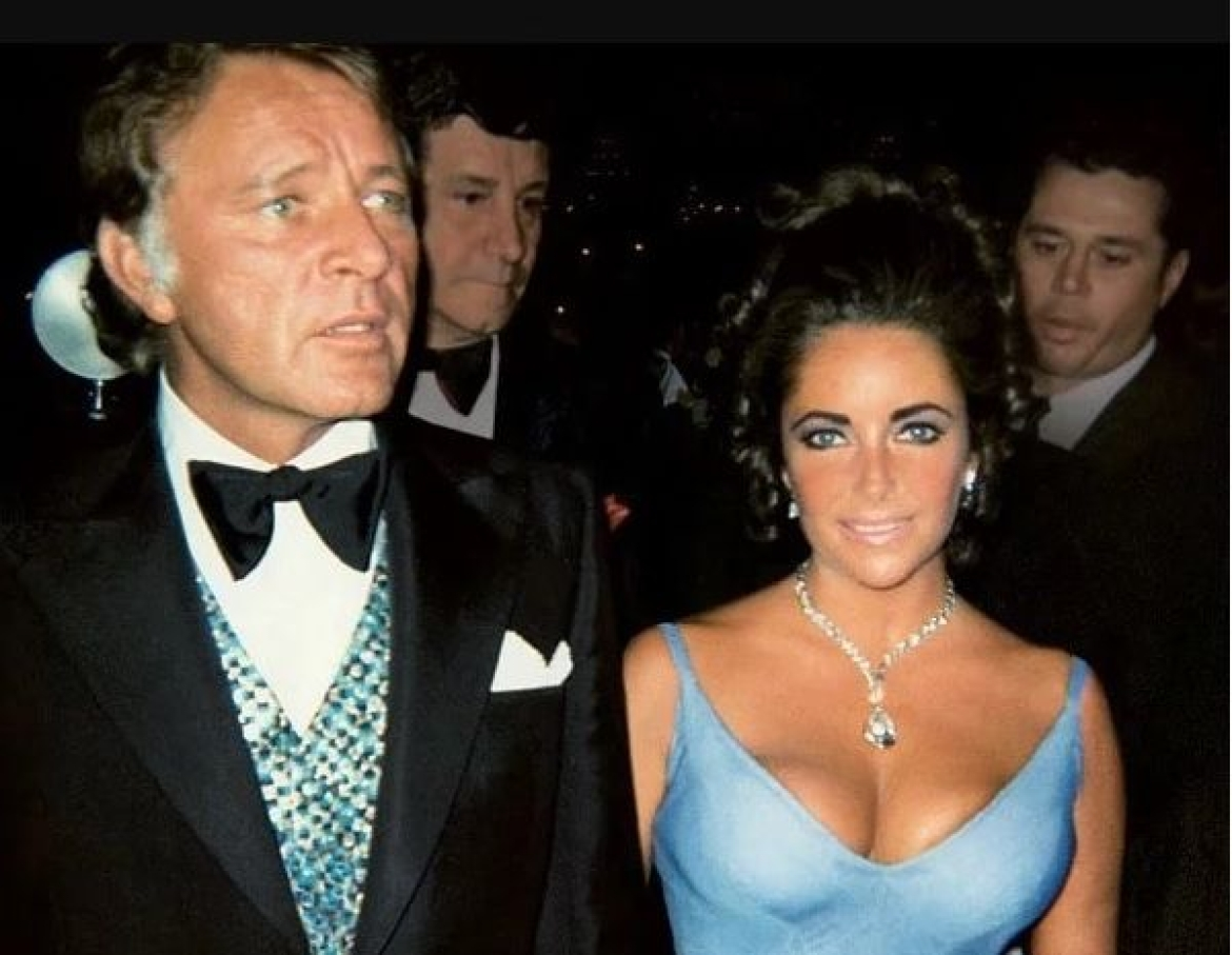 Elizabeth Taylor wearing the Taylor-Burton diamond necklace