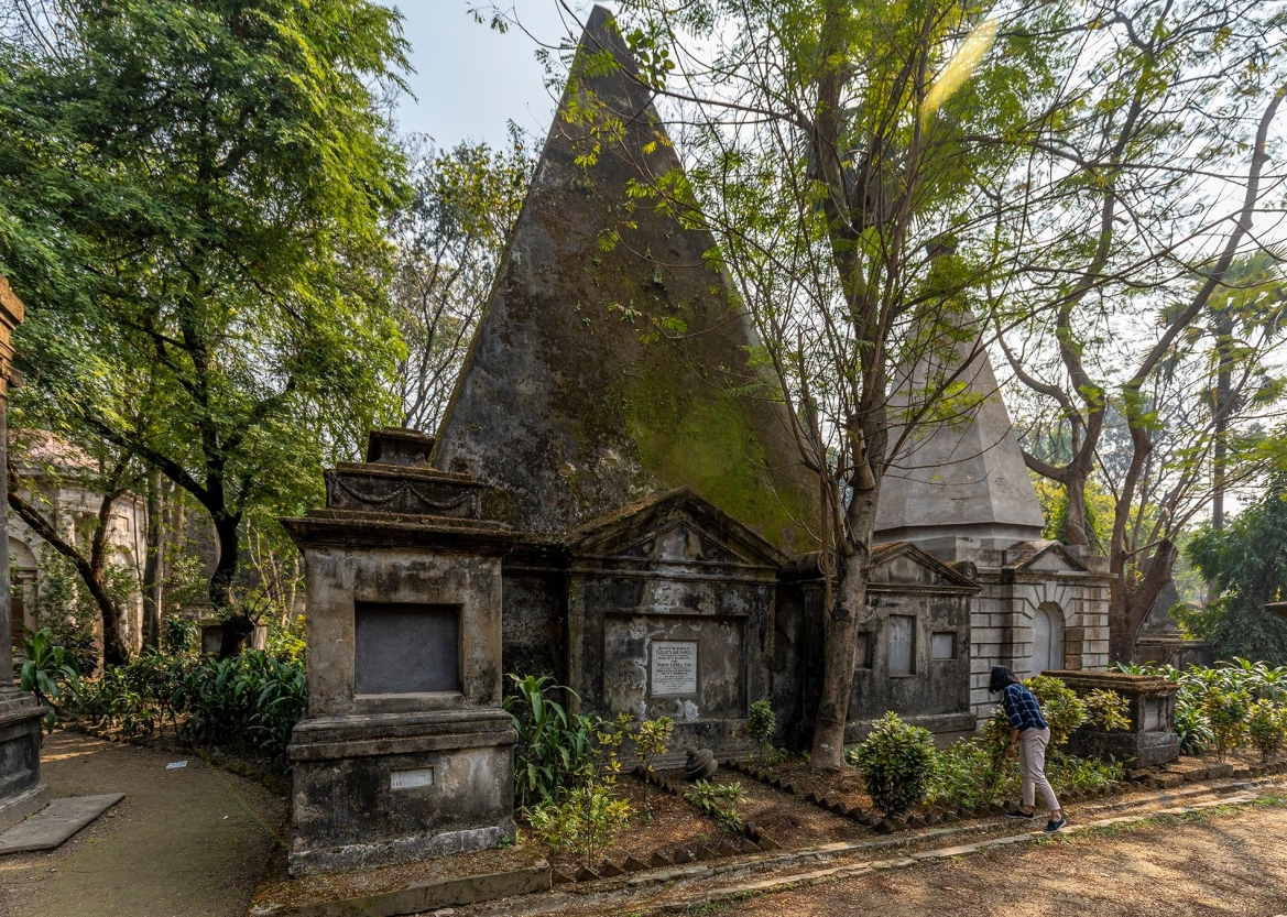 Tomb of Elizabeth Jane Barwell - the most beautiful girl in Calcutta