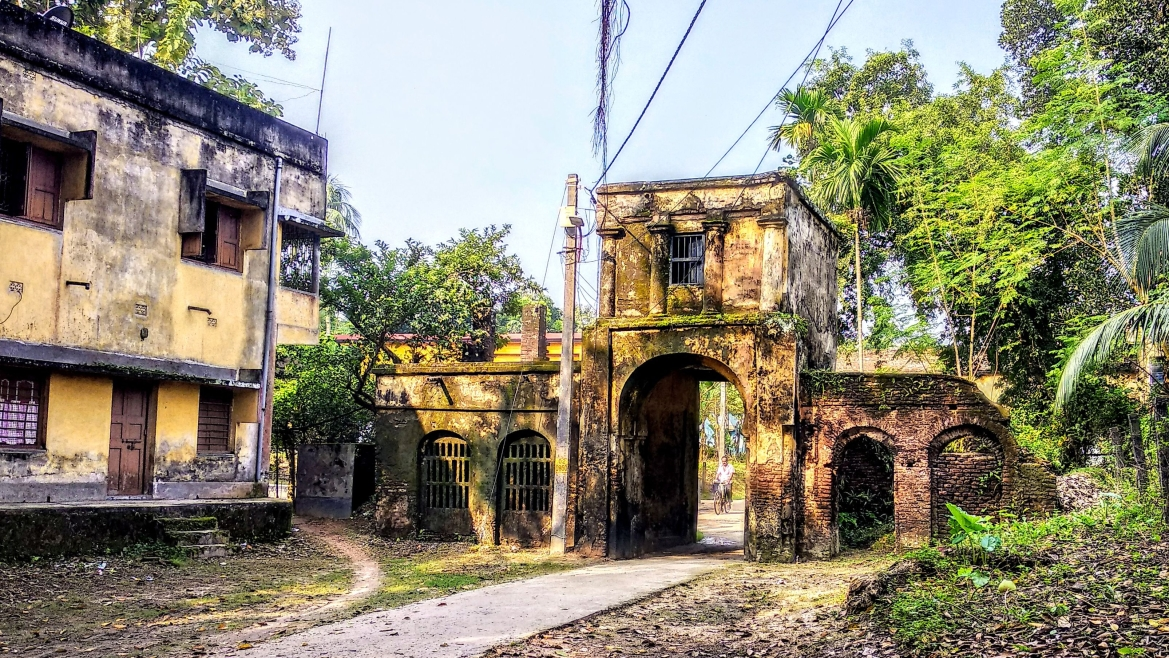 The arched gateway of the Mitra Mustafi family in Ula-Birnagar is a mute witness to the glory days