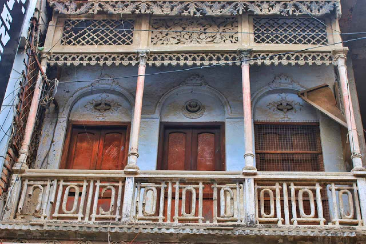 Balcony of a vintage house in Chowk, Lucknow