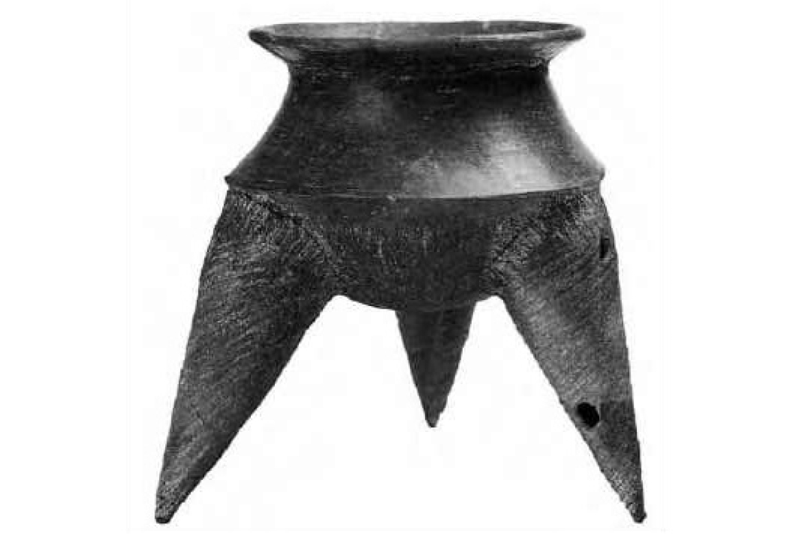 Three-legged pottery from Ban Kao Thailand, 2000 BCE (after Bahn 2002:112)