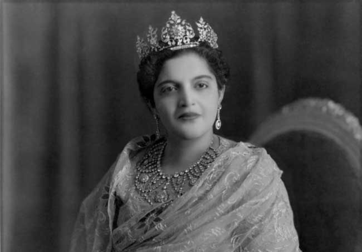 Begum Rafat Zamani of Rampur (wife of Nawab Raza Ali Khan) wearing a diamond tiara and necklace