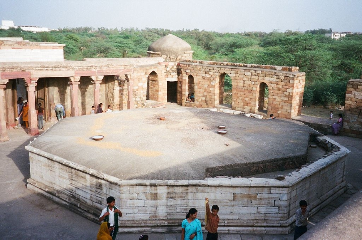 The tomb lies under the octagonal roof