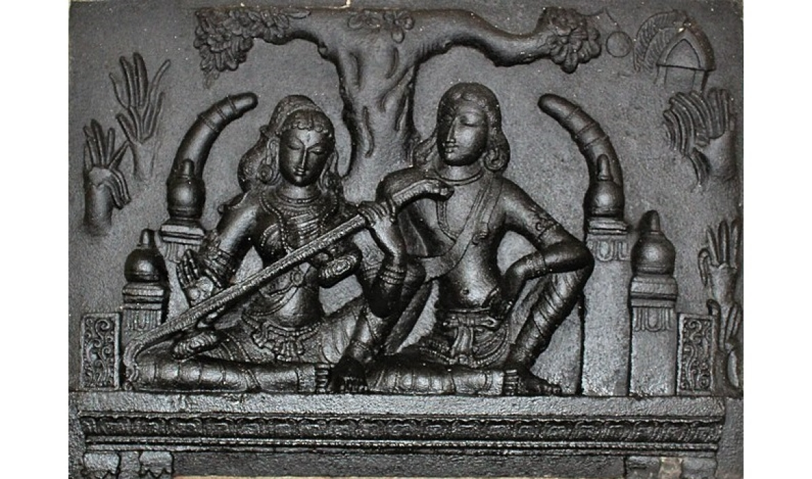 Madhavi with Kovalan, sculpture in Poompuhar Museum