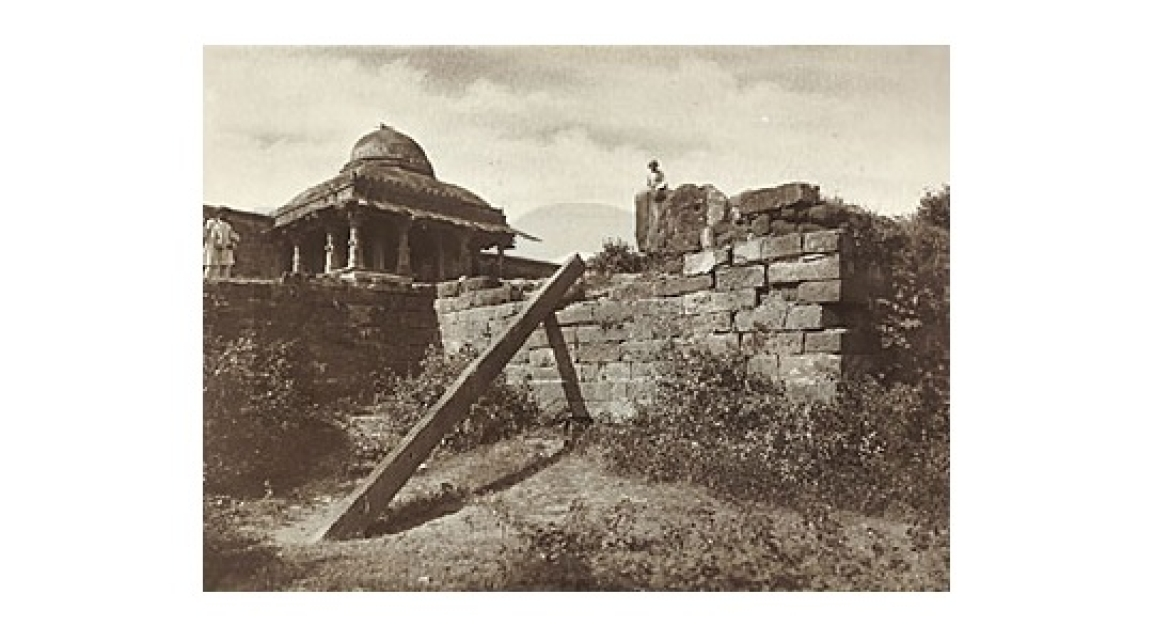 A Photograph of the Pillar and the Lat Masjid in 1912