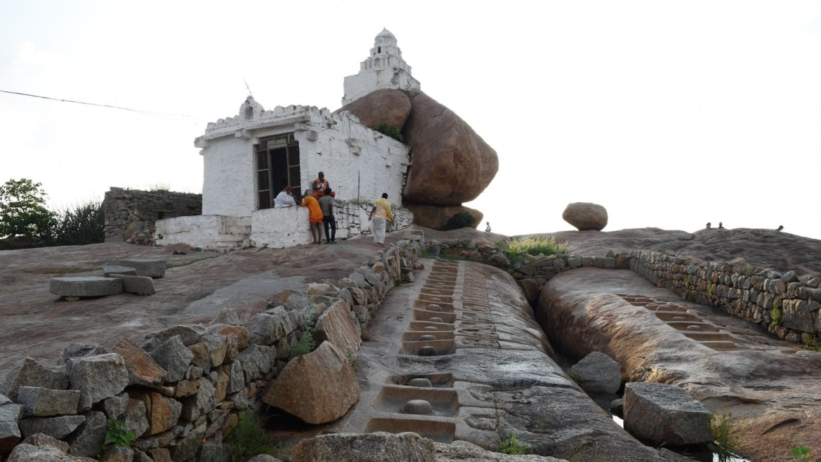 Shiva Temple and fissure created by Lakshman, Malyavanta Hill