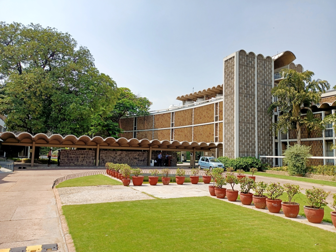 Green spaces connecting buildings with India International Centre