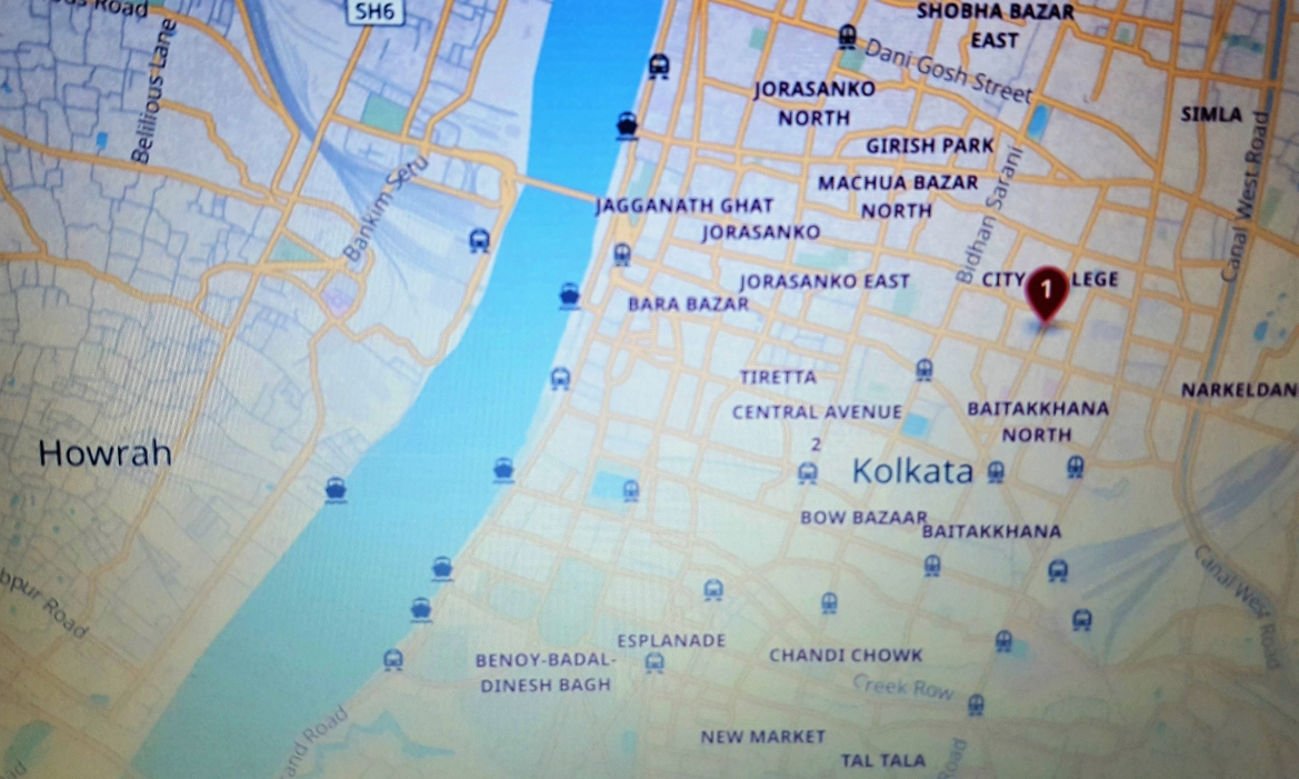 Crime scene related map showing the related areas in today's perspective. The pointer marks the Amherst Street  where Rose Brown's body was found.  South of that is the Baitakkhana (Brown used to live in Mr. Harris' compound). To its left is the Bow Bazar (Madhub Chander's shop) and way further left across the river in Howrah is where Kingsley used to live.
