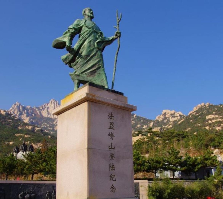 Fa Hien's statue near Huayan Temple