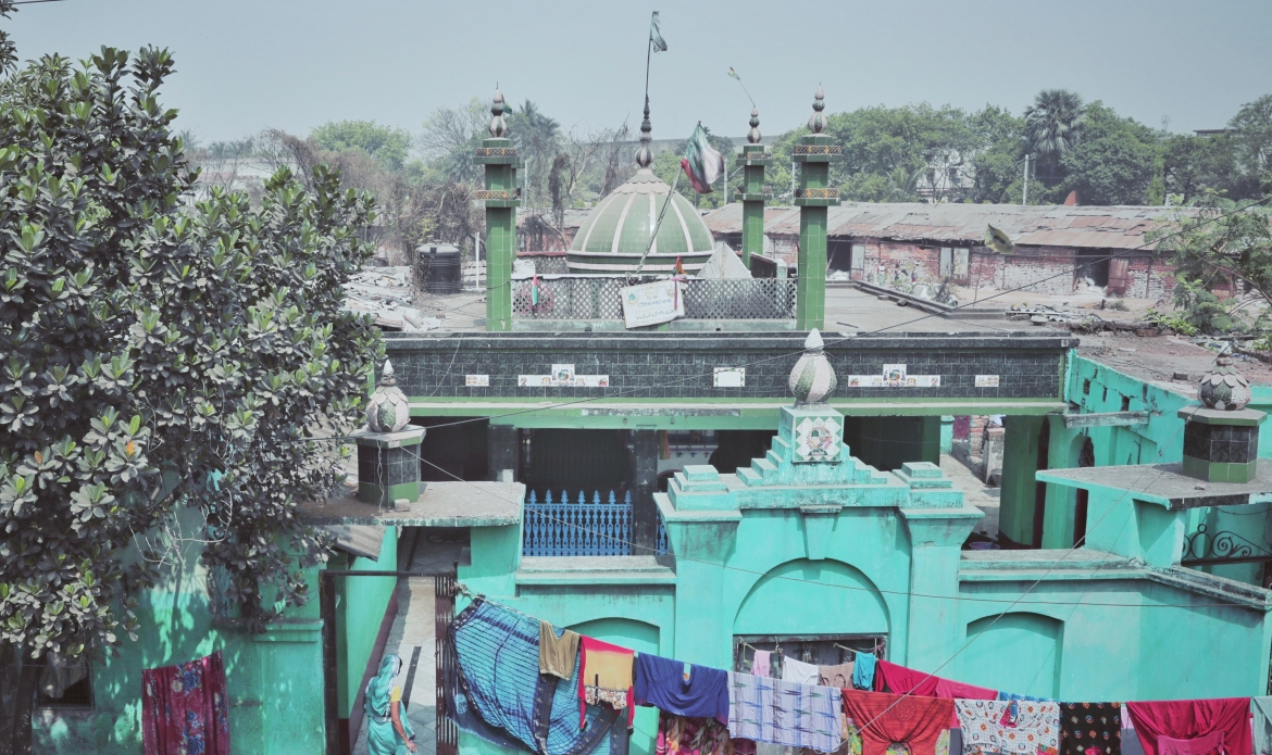 The <i>dargah </i>next to the mosque