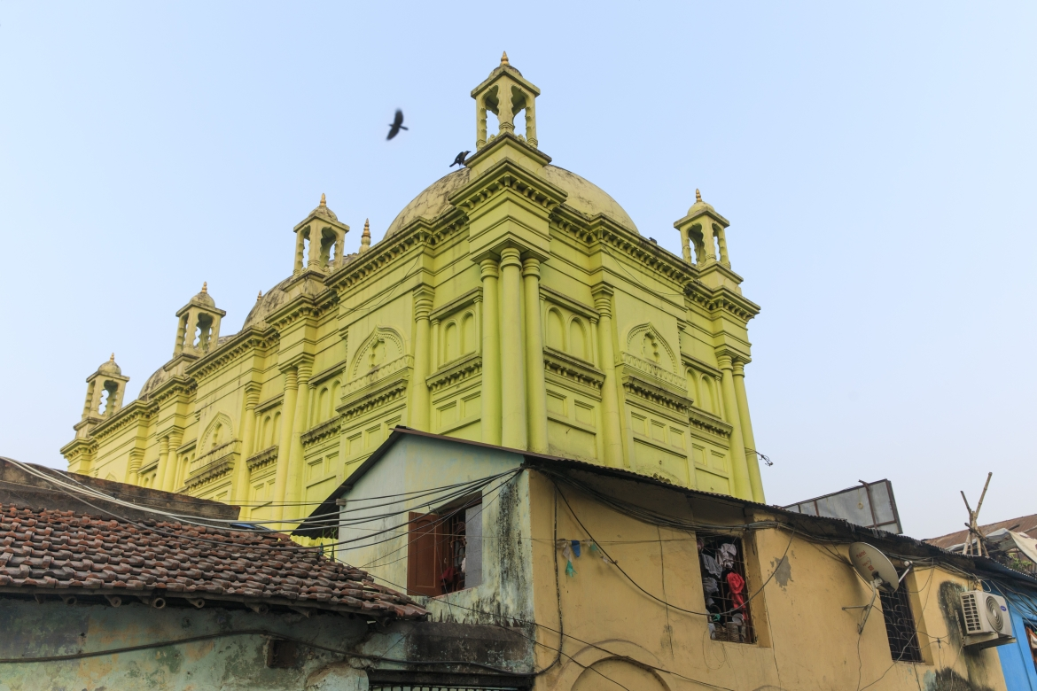 Basri Shah Masjid, surrounded by residences
