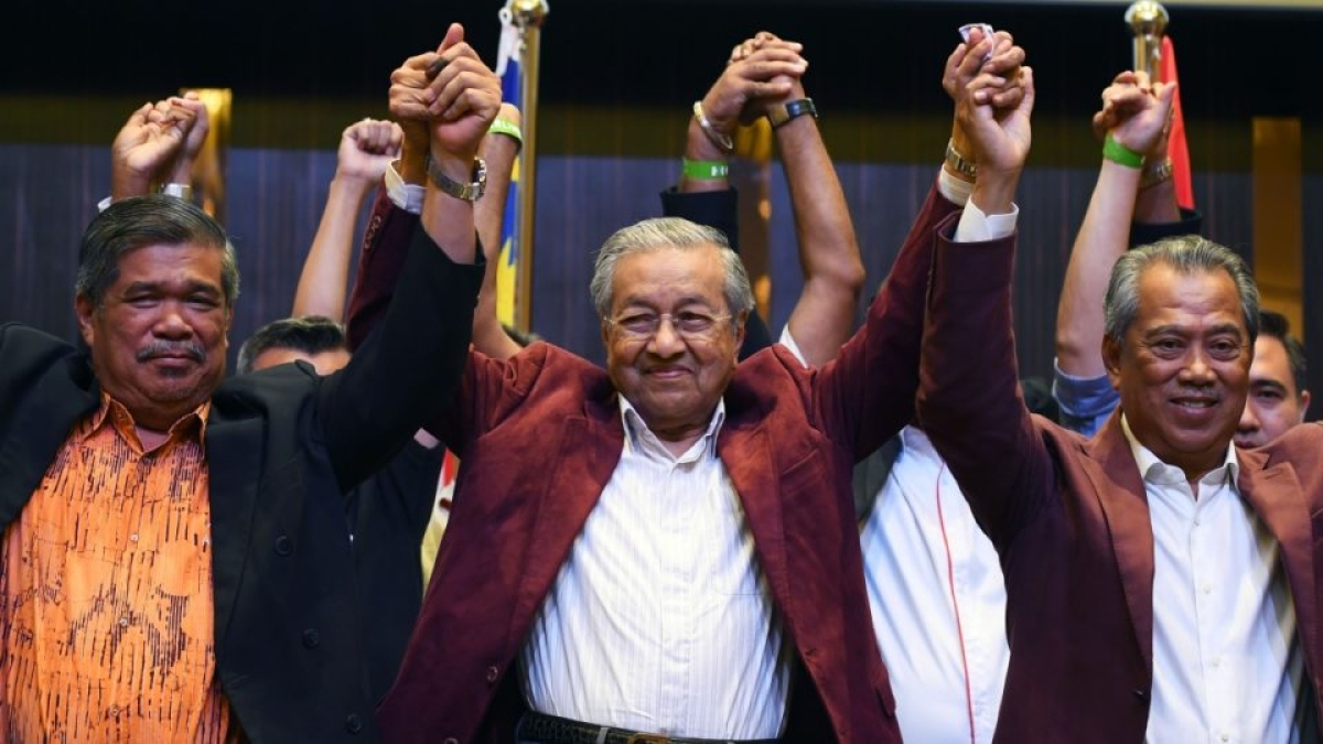 Triumphant victory for Mahathir Muhammed in Malaysian election
