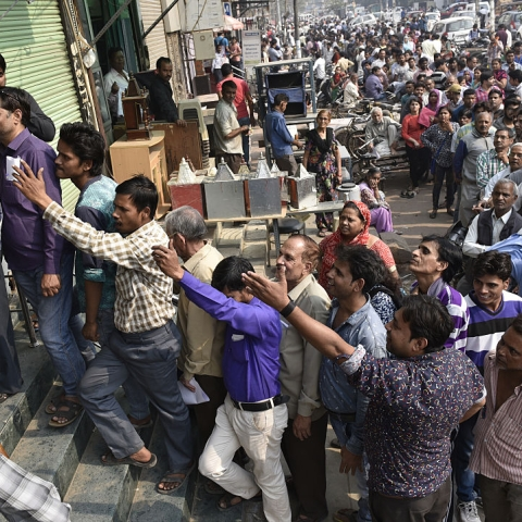 Long queues formed outside banks across India as people scrambled to obtain legal tender after the Central Government demonetised  Rs 500 and Rs 1,000 notes on November 8; Photo by Arvind Yadav/ Hindustan Times
