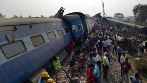 Over 100 killed, 200 injured as  Indore-Patna Express derails