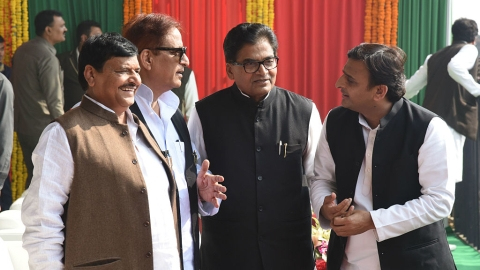 Akhilesh Yadav goes ahead with Samajwadi Party convention