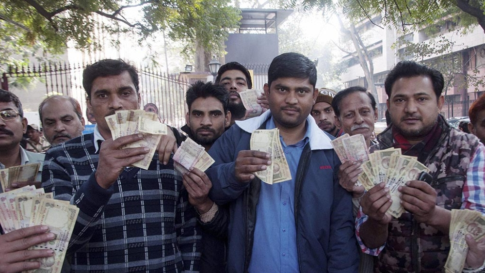 People show their old demonetised currency notes of ₹500 and ₹1,000 which they could not exchange at the Reserve Bank of India in Delhi on January 4, 2017