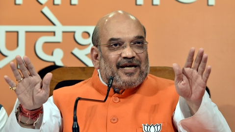Amit Shah shown black flags by youth Congress workers in Kolkata