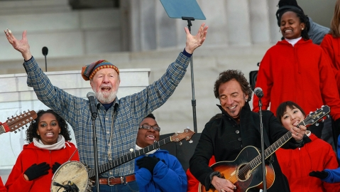 Rear View: Pete Seeger—A hard-hitting singer for the hard-hit