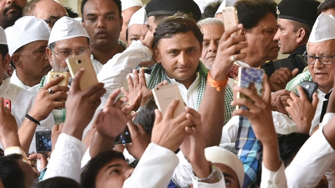 Thaw eludes Mulayam, Akhilesh relationship in Iftar too