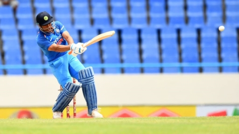 Dhoni, Jadhav star in a comfortable win for India