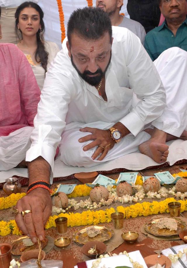 Actor Sajay Dutt performs Pind-daan rituals of his father Sanjay Dutt and mother Nargis at Rani Ghat in Varanasi.