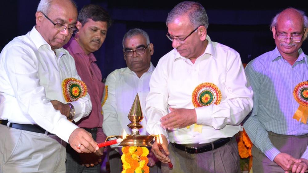 File photo of BHU Vice Chancellor Girish Chandra Tripathi (middle)