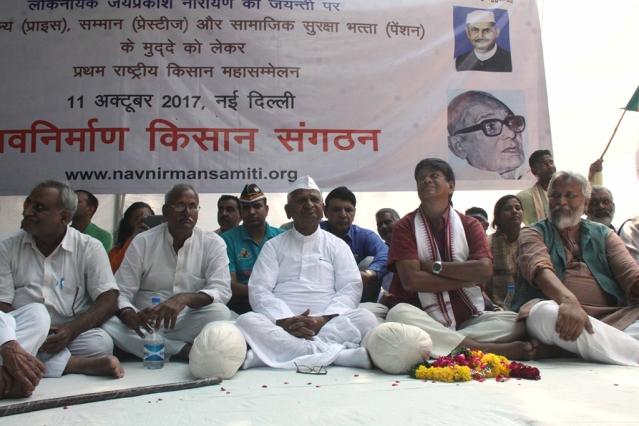 Social activist Anna Hazare stages a demonstration at Janter Mantar in New Delhi