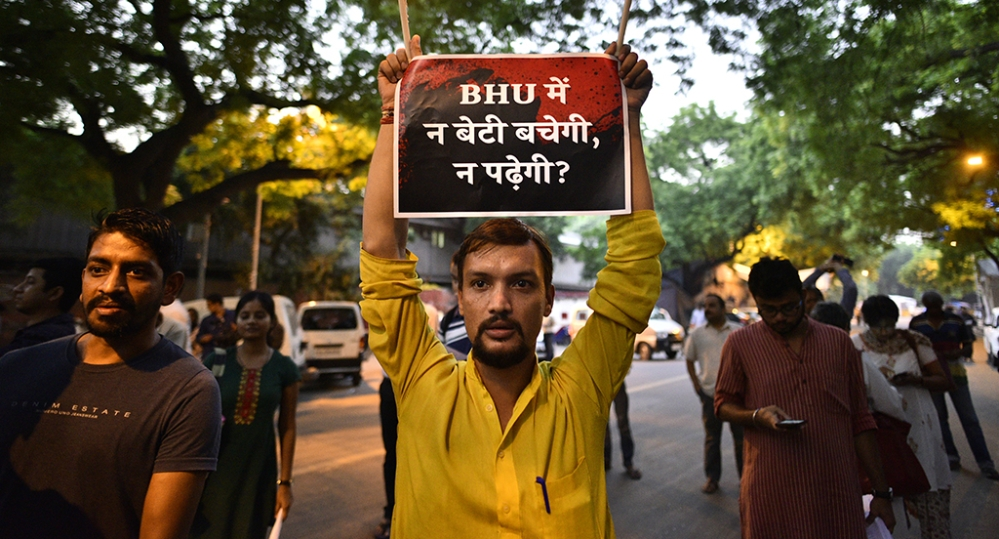 Students protesting in Delhi against lathicharge in BHU