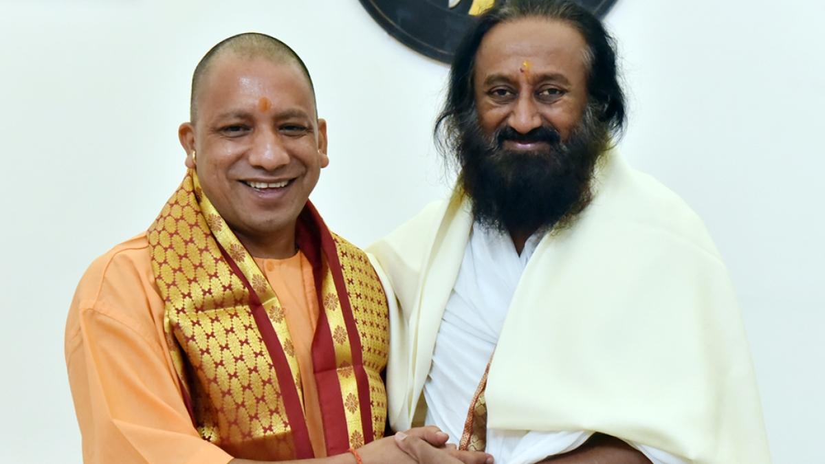 In what capacity Sri Sri is visiting Ayodhya, ask Hindu and Muslim leaders