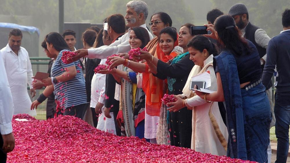 People paying tribute to Jawahar Lal Nehru at Shanti Van, Delhi