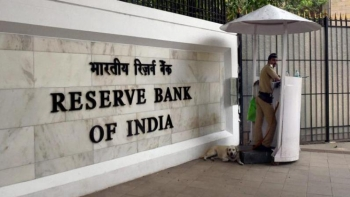 A security guard mans the entrance of the Reserve Bank of India (Representative image)