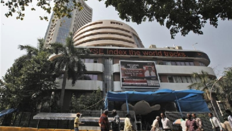Sensex loses 289 points in heavy selling of bank stocks