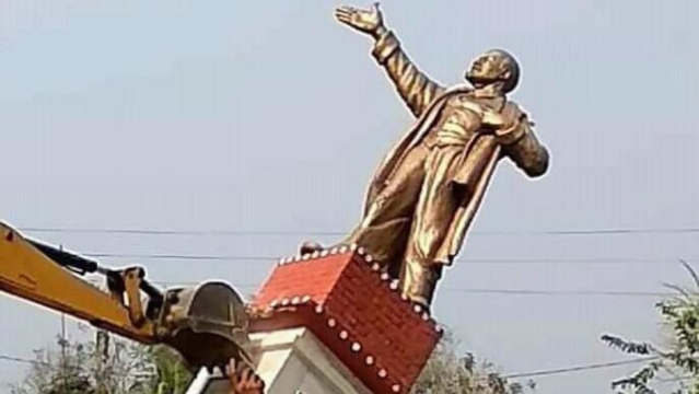 A statue of Lenin being pulled down by BJP supporters in Tripura's Belonia, two days after BJP's victory in the state that ended 25 years of uninterrupted rule of the CPI(M)-led Left Front