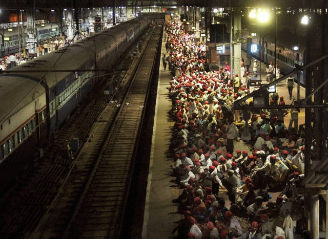 Farmers wait on a railway platform to return to Nashik after a Kisan Sabha rally, in Mumbai on late Monday. A speciall train had been arranged to take the farmers back home, as government agreed to fulfill most of their demands.