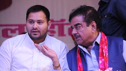 "Shatrughan Sinha slams ""inhuman treatment"" of Lalu Prasad Yadav"