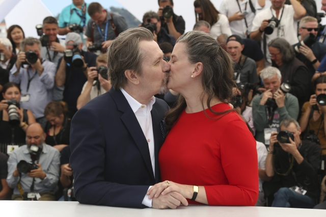 Actor Gary Oldman, left, kisses his wife Gisele Schmidt during a photo call at the 71st international film festival, Cannes, southern France.