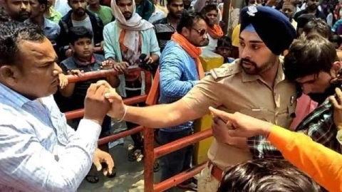 "Meet Gangandeep Singh, who didn't let mob ""chop a Muslim boy into pieces"""