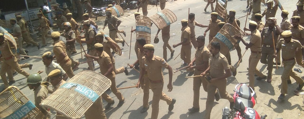 Police chasing down the anti-sterlite protestors in Tamil Nadu