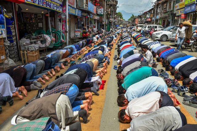 Muslims offer prayers on the first day of Ramzan  at Budshah Chowk  in Srinagar.