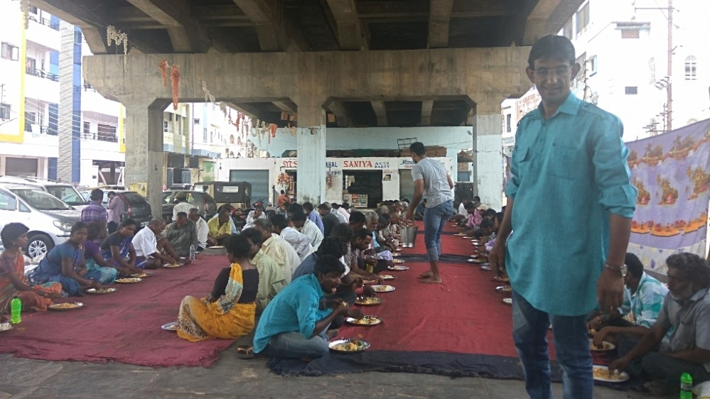 Osman Azhar Maqsusi works with great zeal to satiate the hunger of the needy
