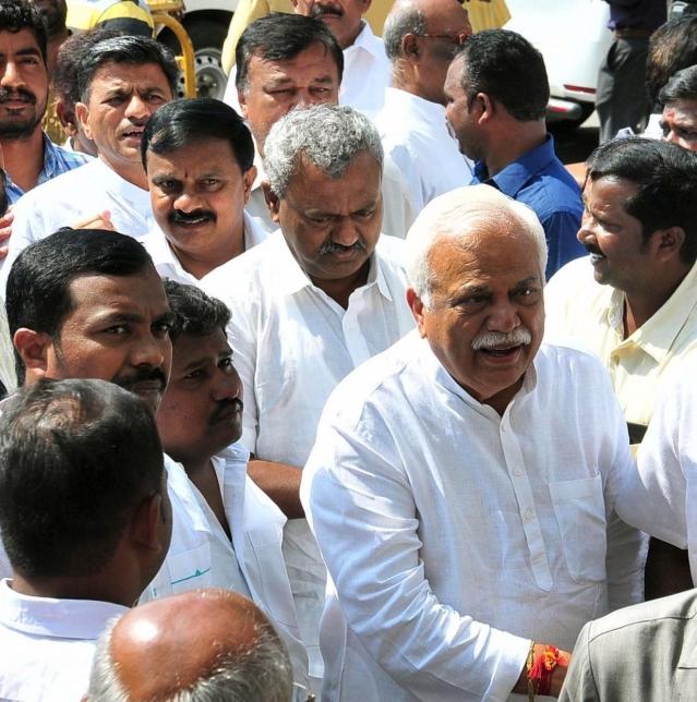 Congress leaders R. V. Deshpande and S.T Somashekar during the legislature party meeting at Raj Bhavan in Bengaluru.