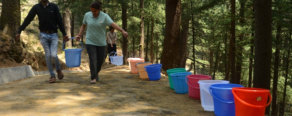People carry buckets of water in Simla during the water crises during summers (file photo)