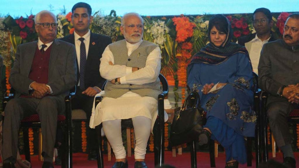 J&K Governor NN Vohra (left) with Prime Minister Narendra Modi(centre) and former J&K Chief Minister Mehbooba Mufti (file photo)