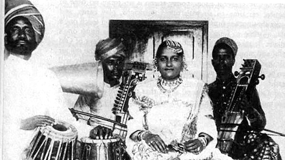 Janaki Bai with her musicians. A book on her life, <i>Requeim in Raga Janki </i>by Neelum Gour, has been published by Penguin Random House