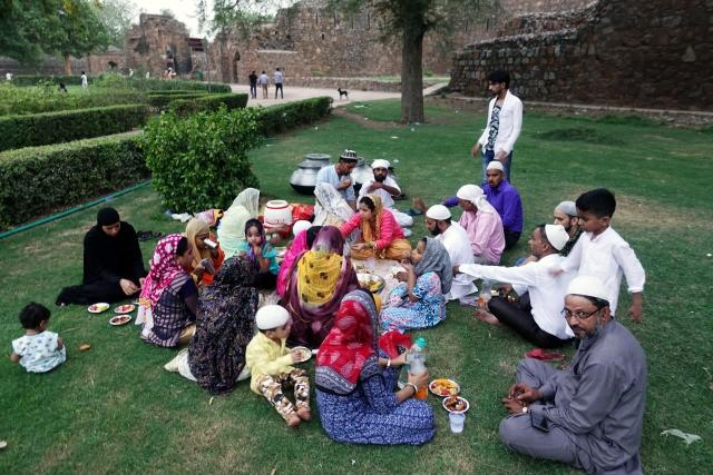 iftar celebration by family at frizoa kotla in Delhi