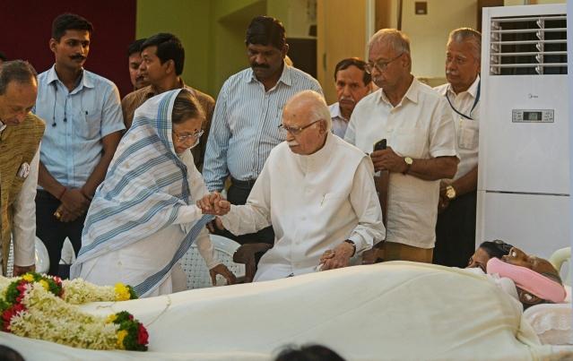 Former President Pratibha Patil and senior Bharatiya Janata Party leader L K Advani pay their last respects to spiritual leader Dada J P Vaswani, in Pune.
