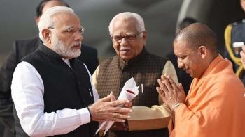 Prime Minister Narendra Modi (left) with Uttar Pradesh Chief Minister Yogi Adityanath (file)
