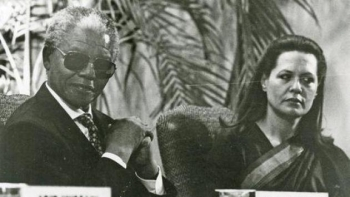 A file photo of the late South African President Nelson Mandela and UPA Chairperson Sonia Gandhi